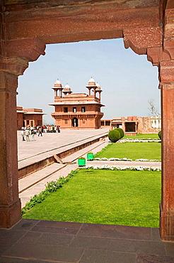 Diwan-i-Khas, and The Treasury also known as Ankh Michauli on left, Fatehpur Sikri, near Agra, Uttar Pradesh, India
