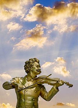 Austria, Vienna, Stadtpark Johann Strauss Memorial Statue