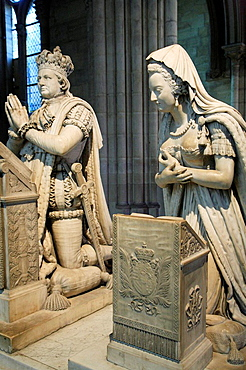 France, Ile_de_France, St_Denis, cathedral interior, royal tomb
