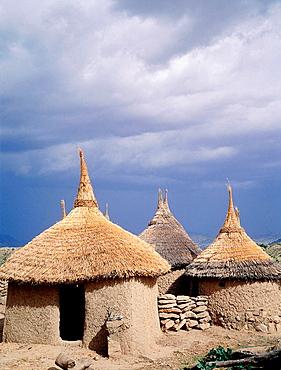 Family compound of adobe cabins and straw roofs, Matakam tribe (aka 'Mafa' or 'Kirdi'), Mandara Mounts, North Cameroon