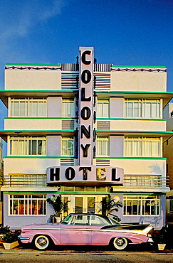 Ocean Drive in the Art Deco district, Miami Beach, Florida, USA.