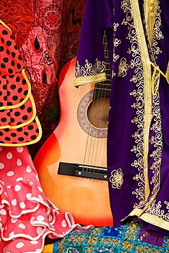 Between Moorish flamenco guitar and flamenco dresses Cordobas shop