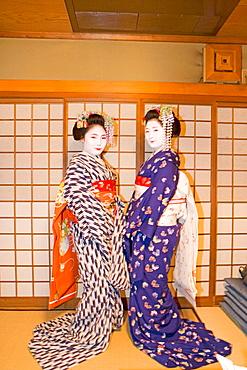 Two 'maikos' (geisha apprentice) from the Odamoto tea house (o-chaia) in Gion, Kyoto, Kansai, Japan