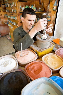 Creating colored sands bottles, The souks (arabic market area), City of Aqaba on the Red Sea, Kingdom of Jordan