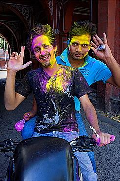 Friends celebrating the Holi spring festival to celebrate the love between Krishna and Radha, Jaipur, Rajasthan, India