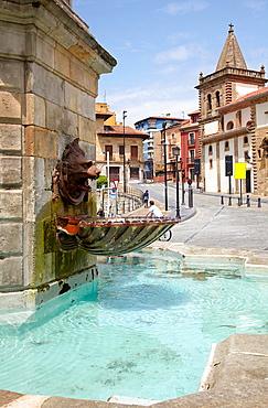 Fuente estatua del Rey Pelayo, Plaza del Marques, Cimadevilla, Gijon Asturias Spain.