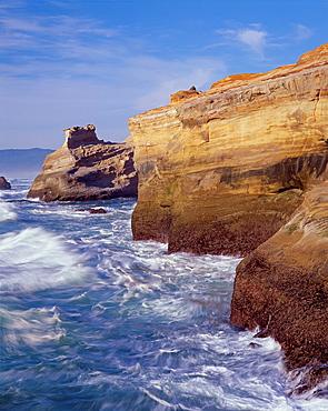 Pacific surf and eroded sandstone formation at Cape Kiwanda, Cape Kiwanda State Park, northern coast, Oregon, USA