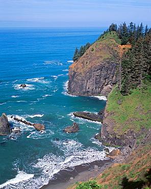 Steep cliffs on headland plunge into Pacific Ocean, Samuel Boardman State Park, southern coast, Oregon, USA
