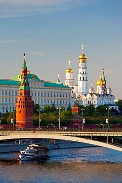 Russia, Moscow Oblast, Moscow, Kremlin, Kremlin view with Bolshoy Kameny Bridge, sunset