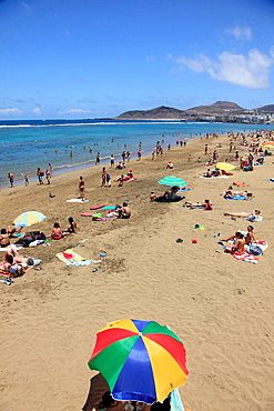 Spain, Canary Islands, Gran Canaria, Las Palmas, Playa de las Canteras, beach, people