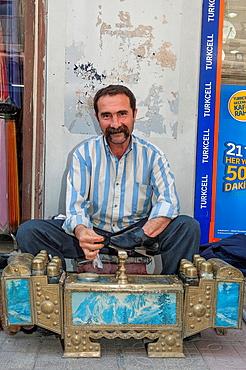 Shoeshiner, Mardin market, Anatolia, Eastern Turkey