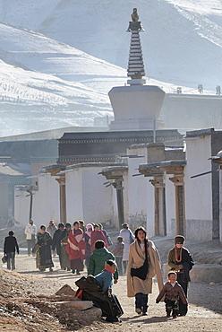 China, Gansu, Amdo, Xiahe, Monastery of Labrang Labuleng Si, Tibetan pilgrims