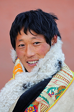 China, Gansu, Amdo, Xiahe, Monastery of Labrang Labuleng Si, Losar New Year festival, Tibetan pilgrim