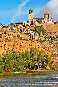 Duero river and Romanesque collegiate church of Santa Maria la Mayor, Toro, Zamora, Castille and Leon, Spain