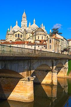 Perigueux, Isle River, Saint Front Cathedral, Pilgrimage way to Santiago de Compostela, UNESCO World Heritage site, Perigord Blanc, Dordogne, Aquitaine, France, Europe
