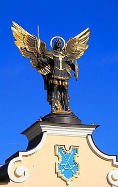 Ukraine, Kiev, Kyiv, Archangel Michael statue, Independence Square, Maidan Nezalezhnosti,
