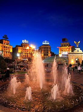 Ukraine, Kiev, Kyiv, Independence Square, Maidan Nezalezhnosti, fountain,