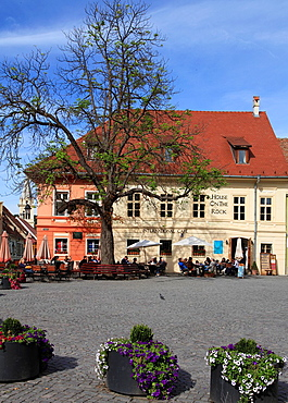 Romania, Sighisoara, old town, main square, cafe, people,