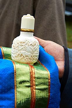 Mongolia, Ovorkhangai province, Burd, the Naadam festival, snurffbox exchange