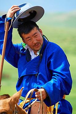 Mongolia, Ovorkhangai province, Burd, the Naadam festival, horses race, spectator