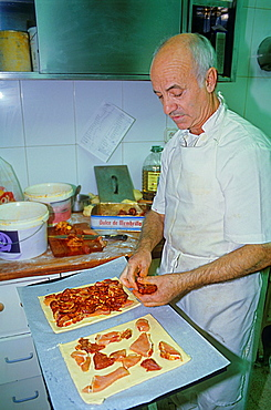 Man cooking the `hornazo¥, typical food of Salamanca, La Industrial bakery, Rua Mayor 8,Salamanca,Spain