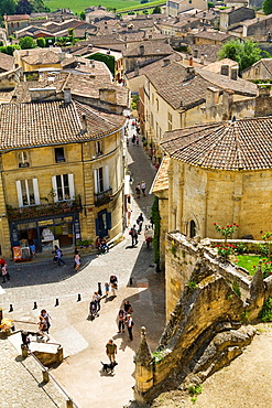 Plaza 'Place de L'eglise Monolithe' and street 'Rue de la Petite Fontaine', Saint-Emilion, near Bordeaux, in the Dordogne River Valley, Gironde region, Acquitaine, France, part of the monolithic church 'L'Eglise Monolithe' in foreground, May