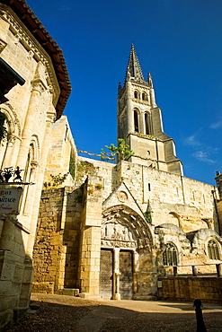 Saint-Emilion, near Bordeaux, in the Dordogne River Valley, Gironde department, Acquitaine, France: Romanesque monolithic church 'L'Eglise Monolithe' whose lower part was carved from a limestone cliff, May