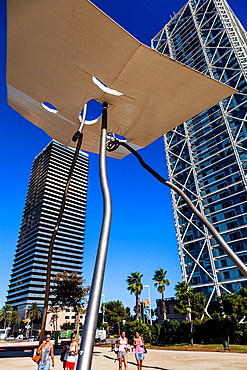 David i Goliat Sculpture in front of the Arts Hotel and Mapfre Tower, Olympic Port, Barcelona, Spain