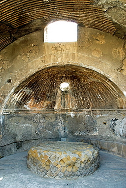 Caldarium, hot bathroom inside the Thermae for men, archeological site of Herculaneum, Pompeii, province of Naples, Campania region, southern Italy, Europe