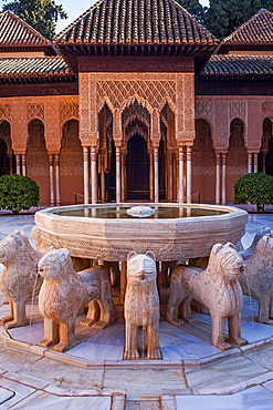 Lions fountain in Courtyard of the lions Palace of the Lions Nazaries palaces Alhambra, Granada Andalusia, Spain