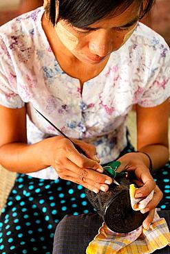 Lacquer craftsman in Bagan, Myanmar, Burma, Asia