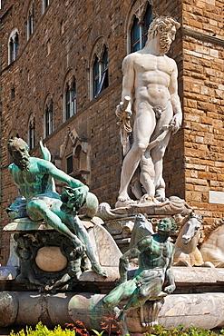 Neptune Fountain, Fontana del Nettuno, from Bartolomeo Ammannati, establish 1565 by Pallazzo Vecchio also Palazzo della Signoria, at square Piazza della Signoria, Florence, Tuscany, Central Italy, Italy, Europe