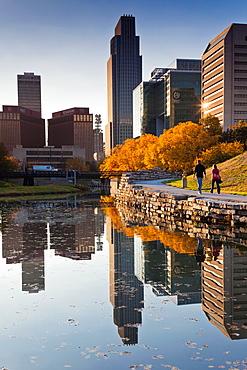 USA, Nebraska, Omaha, Gene Leahy Mall, skyine, late afternoon