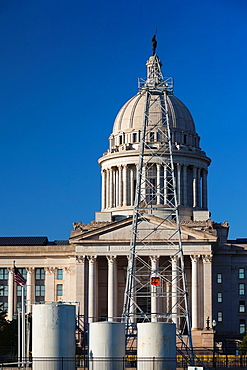 USA, Oklahoma, Oklahoma City, Oklahoma State Capitol Building with Petunia-1, only state capital in US with working oil well