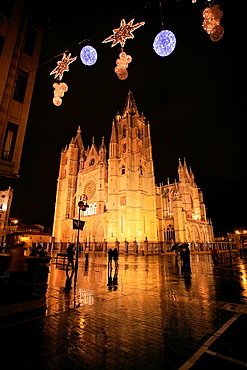 Leon Cathedral, Leon city, city at night, Castilla y Leon, Spain