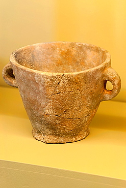 Crock, Archaeological Museum are Fornes, postalayotica period room, Montuiri, District of Es Pla, Mallorca, Spain