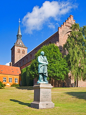 The Gotic Saint Canute's Cathedral, in front is the Sculpture of the poet and author Hans Christian Andersen, Odense Municipality, Region Syddanmark, Funen island, Denmark, Europe