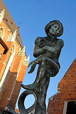 bronze statue, copy of a figure in the altarpiece by Veit Stoss, fountain on the square beside St. Mary's Basilica, Krakow, Poland, Central Europe