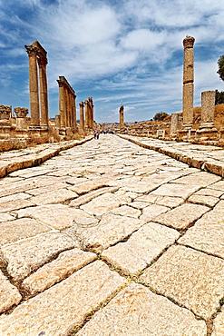 Cardo maximus in jerash roman ruins. jordan.