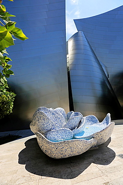 A fountain in the garden of Walt Disney Concert Hall. Los Angeles. California. USA.
