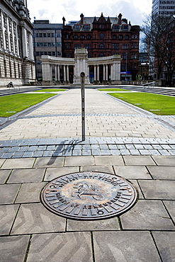 Belfast City Hall. Cenotaph and Garden of Remembrance, designed by Sir Alfred Brumwell Thomas. Belfast City Hall, Northern Ireland.
