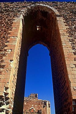 Montalban Castle, gate in the walls. Puebla de Montalban, Toledo, Spain.