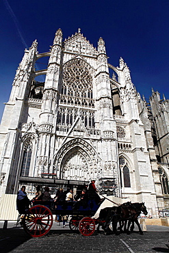 Gothic cathedral of Saint Peter (built from 1225 to 1272, highest vault in the world -48m- has been left unachieved), Beauvais, Oise, Picardy, France