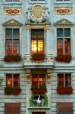 Europe, Belgium, Brussels, Grand Place dusk.