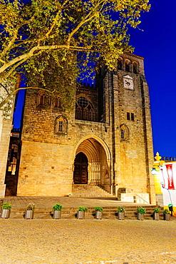 Cathedral, -Basilica of Nossa Senhora da Assuncao, XIII Century, Evora, Alentejo, Portugal, Europe.