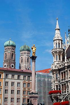 Germany, Bavaria, Munich, Marienplatz, Neues Rathaus, New Town Hall whit Virgin Mary Statue.