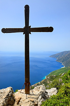 Greece, Chalkidiki, Mount Athos, World Heritage site, Lonely cross on the way to Mount Athos.