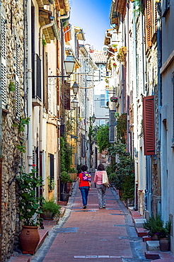 Europe, France, Alpes-Maritimes, Antibes. Typical alley.