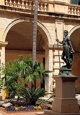 Malta, Valletta, Grand Master's Palace, courtyard, statue.