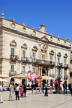 Italy, Sicily, Siracusa, Piazza del Duomo, Palazzo Beneventano del Bosco.